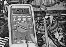 Измерение сигнала датчика температуры воздуха (датчик расположен в корпусе воздухоочистителя