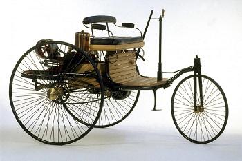 моторизованный трехколесный экипаж